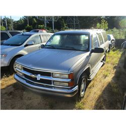 1999 CHEVROLET SUBURBAN, VIN/SN:3GNEC16R6XG231068 - GAS ENGINE, A/T, ODOMETER READING 154,522 MILES
