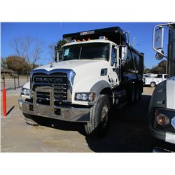 2018 MACK GU713 DUMP, VIN/SN:1M2AX07C2JM038327 - TRI-AXLE, 455HP MACK MP8 ENGINE, MACK T 310M 10 SPE