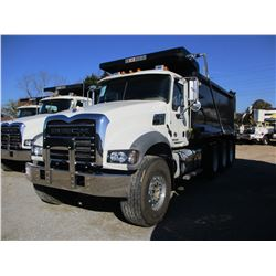 2018 MACK GU713 DUMP, VIN/SN:1M2AX07C4JM038238 - TRI-AXLE, 455HP MACK MP8 ENGINE, MACK T 310M 10 SPE