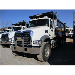 2018 MACK GU713 DUMP, VIN/SN:1M2AX07C6JM038239 - TRI-AXLE, 455HP MACK MP8 ENGINE, MACK T 310M 10 SPE
