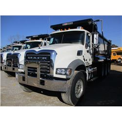 2018 MACK GU713 DUMP, VIN/SN:1M2AX07C6JM038242 - TRI-AXLE, 455HP MACK MP8 ENGINE, MACK T 310M 10 SPE