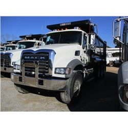 2018 MACK GU713 DUMP, VIN/SN:1M2AX07C2JM038240 - TRI-AXLE, 455HP MACK MP8 ENGINE, MACK T 310M 10 SPE