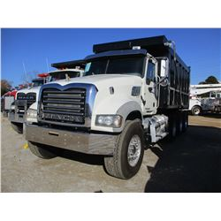 2012 MACK GU713 DUMP, VIN/SN:1M2AX04TXCM012640 - TRI-AXLE, 405 HP MACK MP7405M ENGINE, 10 SPEED TRAN