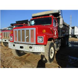 2001 INTERNATIONAL 2574 DUMP, VIN/SN:1HTGGATTX1H352854 - T/A, CAT DIESEL ENGINE, FULLER AUTO SHIFT,
