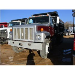 1998 INTERNATIONAL 2574 DUMP, VIN/SN:1HSGGAER6WH563952 - T/A, CUMMINS DIESEL ENGINE, 10 SPEED TRANS,