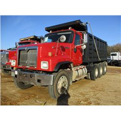 2000 INTERNATIONAL 5500I DUMP, VIN/SN:1HTXLAST8YJ074522 - TRI-AXLE, 475HP CAT C15 ENGINE, 8LL FULLER