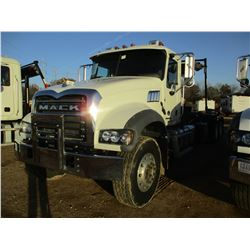 2018 MACK GU713 ROLL OF TRUCK, VIN/SN:1M2AX09CXJM037544 - T/A, 415HP MACK MP8 ENGINE, MACK M DRIVE A