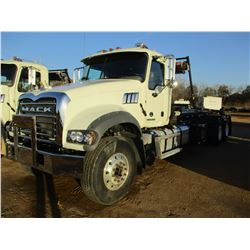 2018 MACK GU713 ROLL OF TRUCK, VIN/SN:1M2AX09C1JM037545 - T/A, 415HP MACK MP8 ENGINE, MACK M DRIVE A