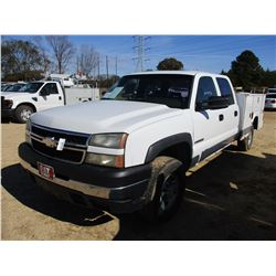 2006 CHEVROLET 2500HD SERVICE TRUCK, VIN/SN:1GBHC23UX6F15204 - CREW CAB, GAS ENGINE, A/T, RAWSON KOT
