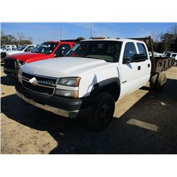 2005 CHEVROLET 3500 FLATBED TRUCK, VIN/SN:1GCJC33U75F911930 - CREW CAB, GAS ENGINE, 5 SPEED TRANS, 9