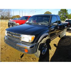 1998 TOYOTA TACOMA PICKUP, VIN/SN:4TAWN72N4WZ124401 - 4X4, EXT CAB, GAS ENGINE, A/T, ODOMETER READIN