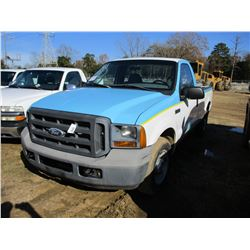 2005 FORD F250 PICKUP, VIN/SN:1FTNF205X5EB95806 - GAS ENGINE, A/T, TOOL BOX, ODOMETER READING 110,56
