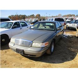 2001 FORD CROWN VICTORIA VIN/SN:2FAFP74W91X136245 - V8 GAS, A/T, ODOMETER READING 212,089 MILES