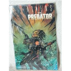 ALIENS VS PREDATOR - #4 - 1990 - DARK HORSE COMICS - NEAR MINT - WITH BAG