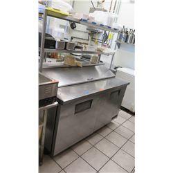 True 2-Door TSSU-60-16 Refrigerated Sandwich/Salad Prep Station