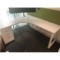 STEELCASE TURNSTONE FREE STANDING WHITE / GREEN EXECUTIVE CORNER DESK