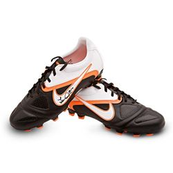 Landon Donovan Signed Pair of Nike Soccer Cleats (UDA COA)