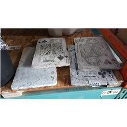 FOUR CARD CEMENT GARDEN DECOR