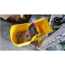 RUBBERMAID MOP BUCKET W/RINGER