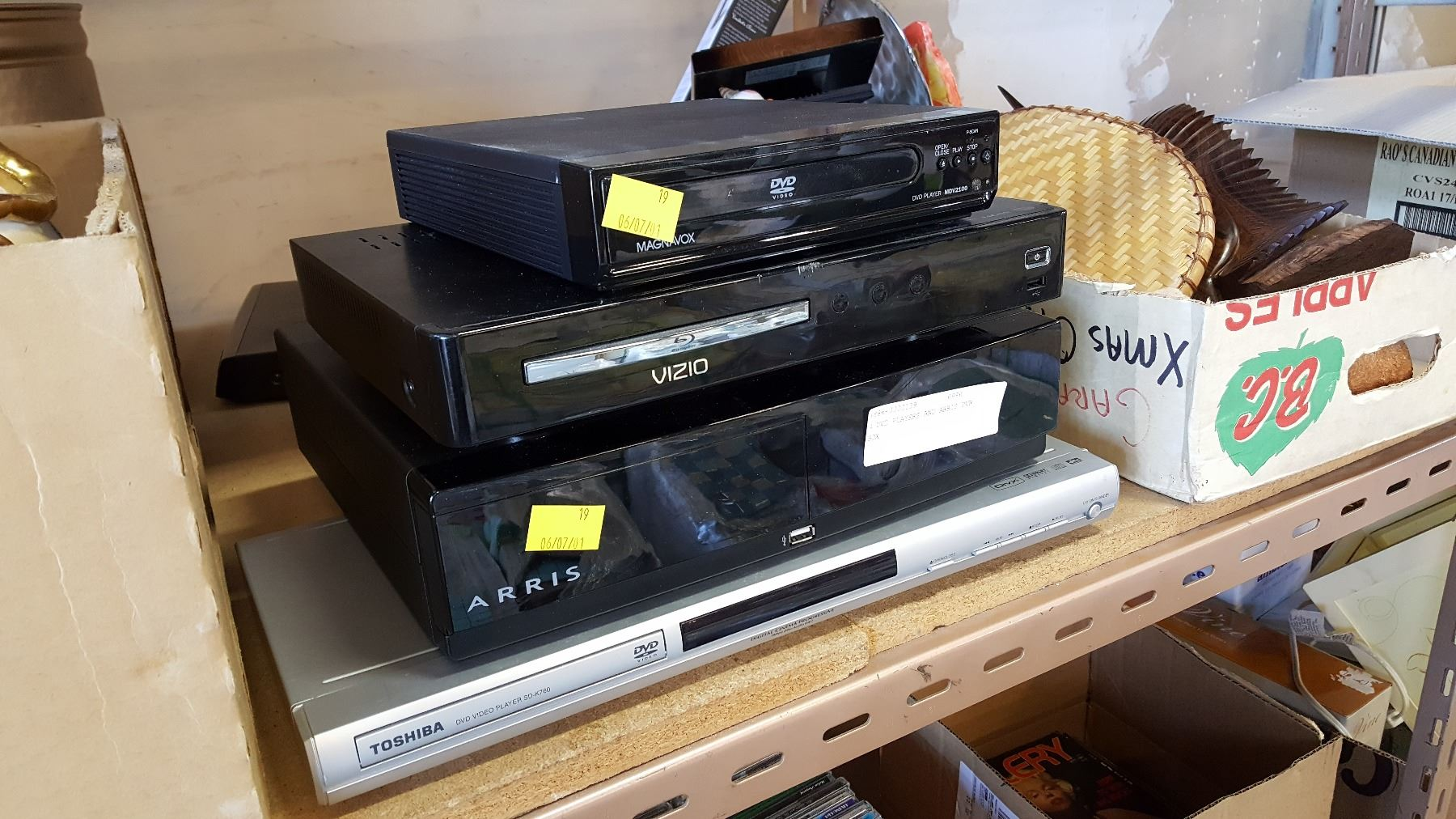 4 DVD PLAYERS AND ARRIS PVR BOX