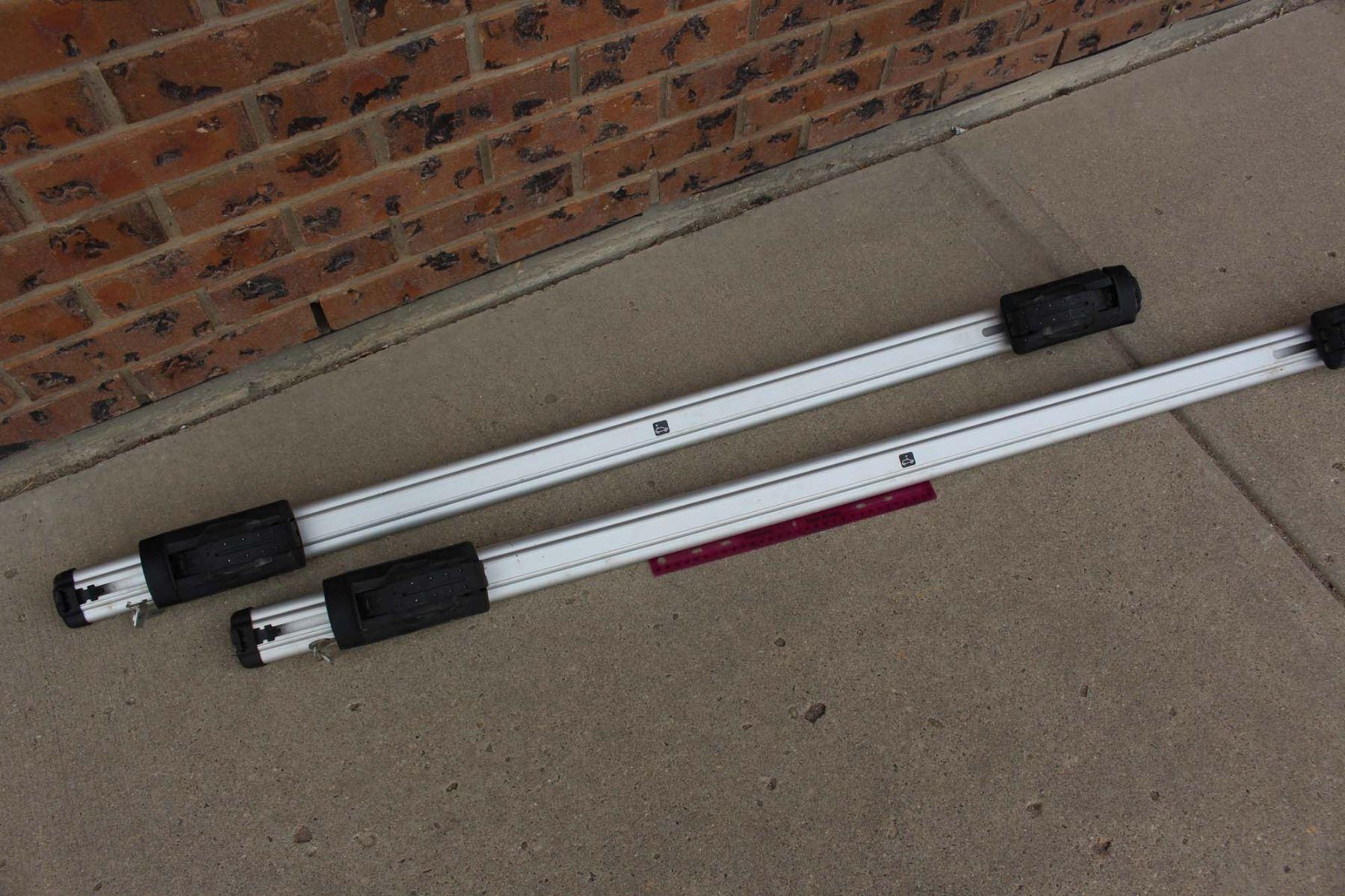 Thule Brand Vehicle Roof Storage Racks W/ Key