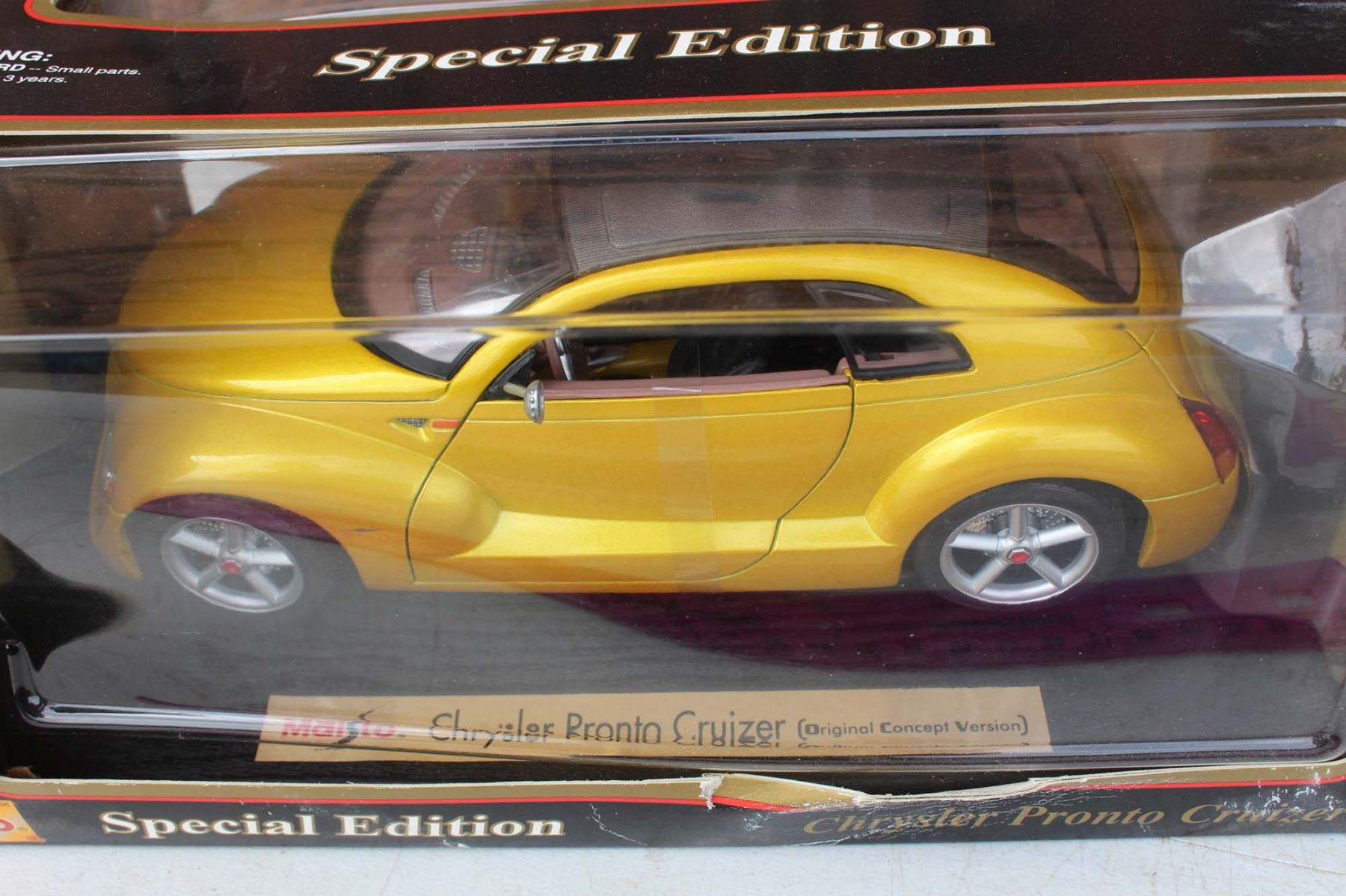 Chrysler Pronto Cruizer 118 Scale Die Cast Model Maisto