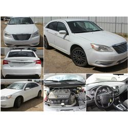 FEATURED ITEM: 2013 CHRYSLER 200LX