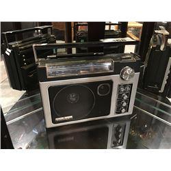 GENERAL ELECTRIC SUPER RADIO PORTABLE RADIO