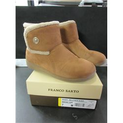 New Women's Vionic Boots size 7
