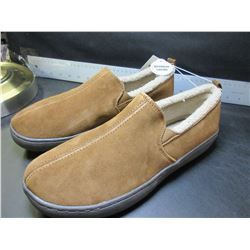 New Mossimo Genuine Suede Mens Slippers non marking sole / size 9