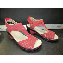 New Women's JBU shoes red / size 7.5
