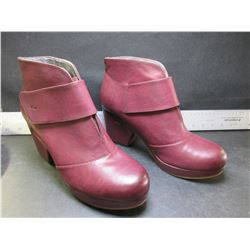 New Women's JBU Boots / burgundy size 8.5