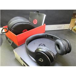 Beats by Dr. Dre Over ear Headphones / These are real Beats