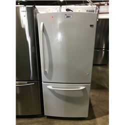 WHITE GE HOTPOINT STANDARD FRIDGE WITH SWING OUT FREEZER