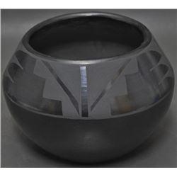 SANTA CLARA POTTERY JAR (NICOLASA)