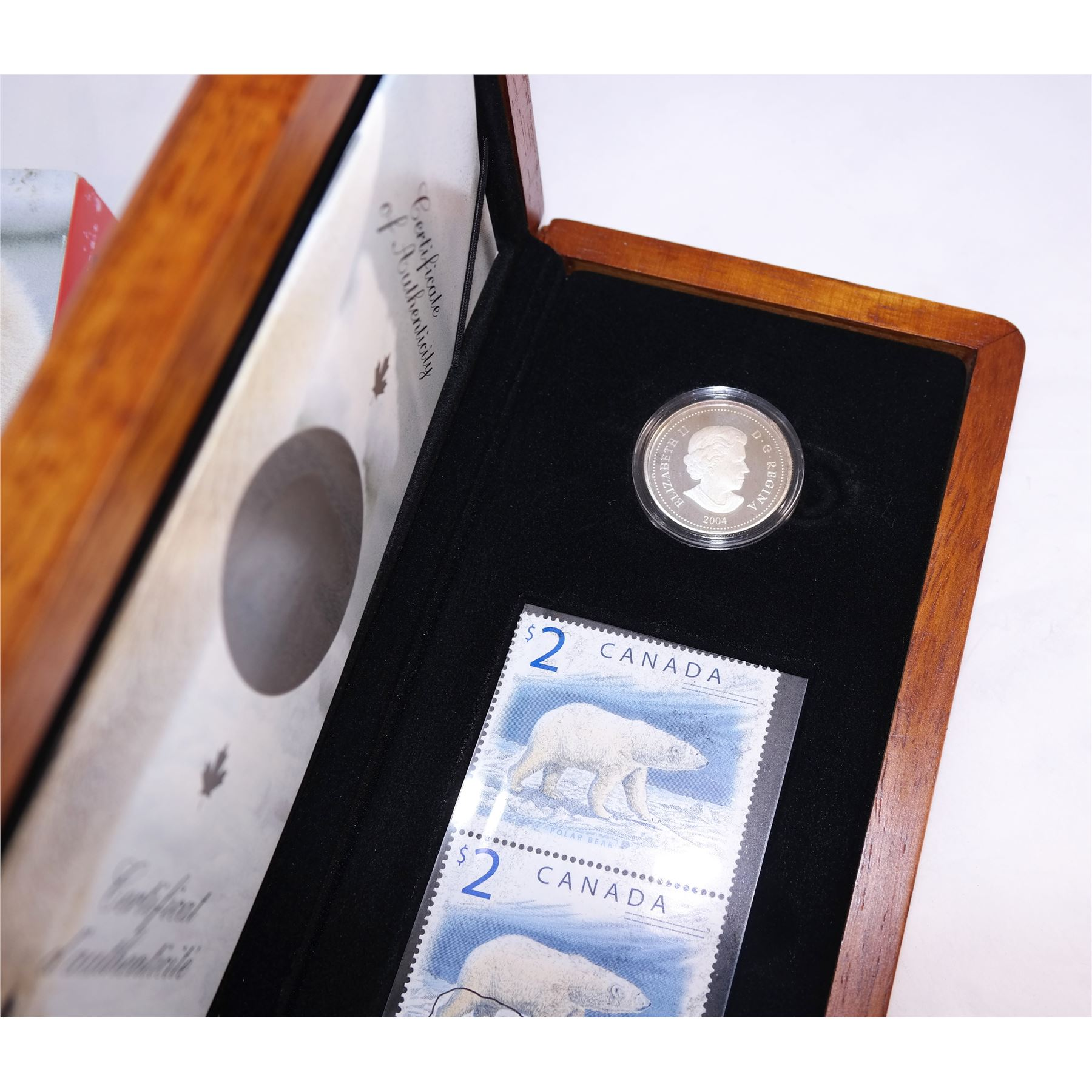 2004 Canada Proud Polar Bear Silver $2 Coin /& Stamp Mint Set.