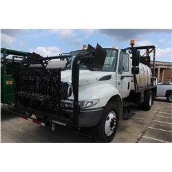 2004 INTERNATIONAL 4400 Sprayer Truck; VIN/SN:1HTMKAARX4H664511 -:- S/A, Int. DT466 diesel, Eaton A/