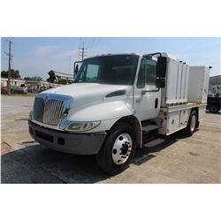 2004 INTERNATIONAL 4200 Fuel & Lube Truck;s VIN/SN:1HTMPAFL34H664517 -:- S/A, Int VT365 diesel, Eato