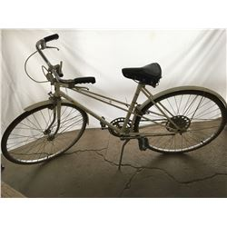 John Deere 5 Speed Bicycle (White) Great Condition!