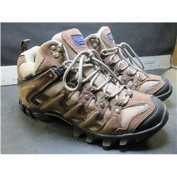 Red Head Women's Hiking shoes size 7m