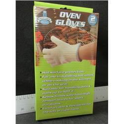 1 New Pair of Oven Gloves / a must for BBQ or Camping