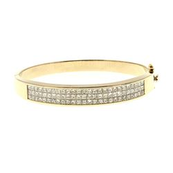 BRACELET: [1] 18k yellow gold bangle bracelet; (78) princess cut diamonds, 1.7mm x 1.9mm = an estima