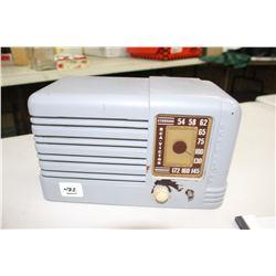 RCA Victor Radio - in a Plastic Case - Missing 1 Knob