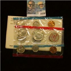 1039 _ 1969 Silver Mint Set in original holder as issued by the U.S. Mint. Includes Silver Half Doll