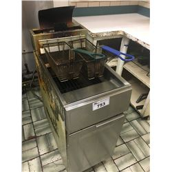 STAINLESS STEEL DEEP FRYER WITH 5 BASKETS & OIL FILTER