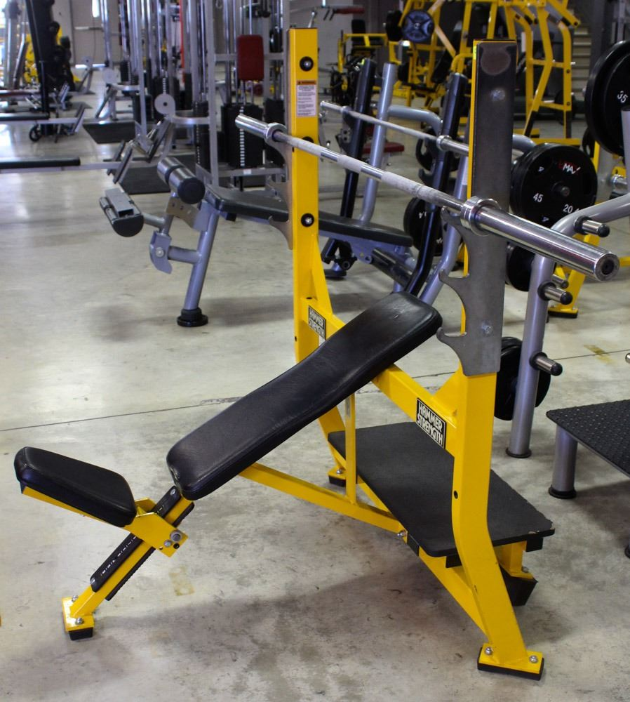 HAMMER STRENGTH BENCH PRESS WITH SPOTTER STAND