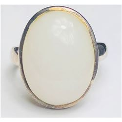 Marvelous 18k White Gym Ring(cts)