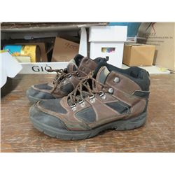 REDHEAD Men's Hikers, Size 8 brown, returned