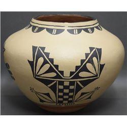 COCHITI POTTERY JAR (HERRERA)