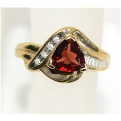 10kt GOLD GARNET DIAMOND RING  SIZE 6 3/4